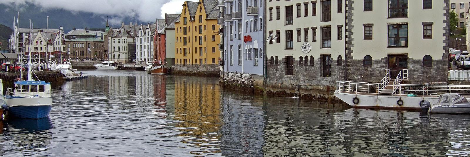 Homepage_large_alesund_canal__norway